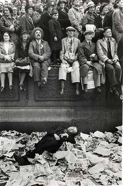 2dcce1d9 ... this picture in Trafalgar Square on King George VI's coronation day on  12th May 1937. It was a difficult time for the British Public–the previous  year ...