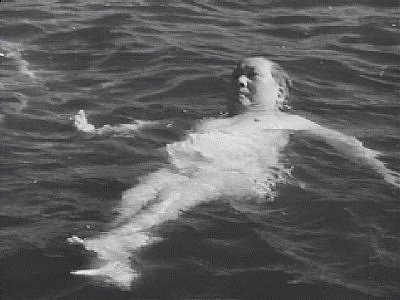 mao_swimming
