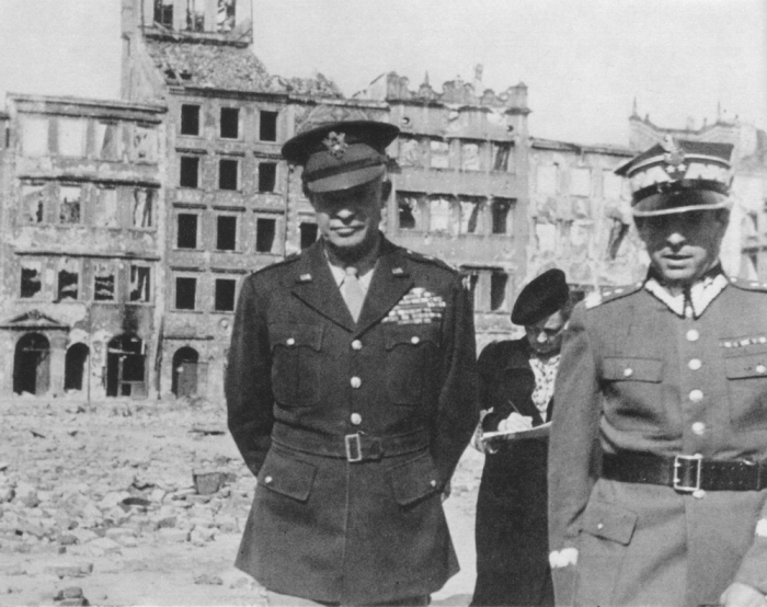 eisenhower-general_dwight_eisenhower_in_warsaw_1945