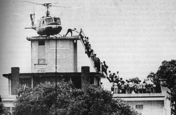 lultimo elicottero a lasciare saigon alla fine della guerra in Vietnam. È probabilmente la mia foto preferita di sempre. Io mi sento equalmente epico, in questo momento.