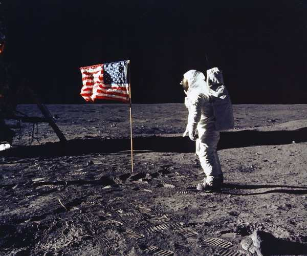 moon_flag_aldrin_apollo11_600x500