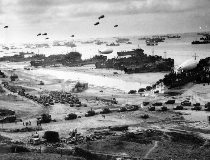 Omaha Beach Mid June 1944.jpg