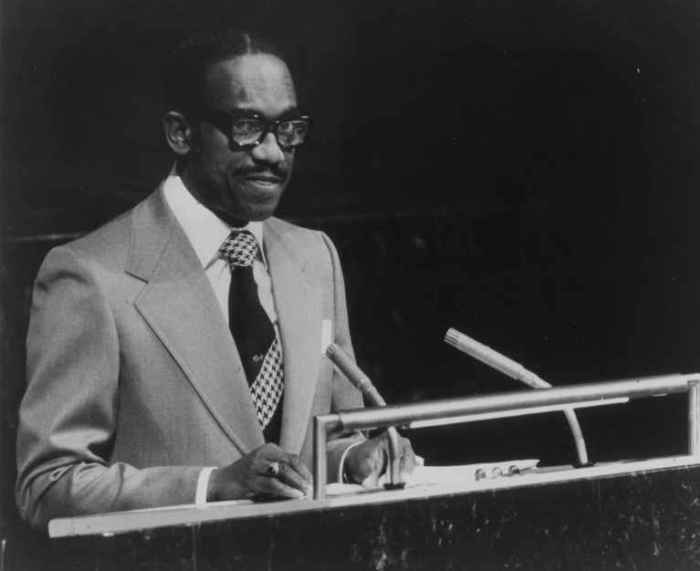 SIR ERIC GAIRY A L'ONU LE 7 OCTOBRE 1977 GIF