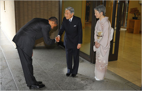 Barack Obama bowing, Japanese Emperor Akihito