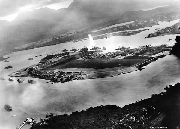 https://iconicphotos.files.wordpress.com/2010/01/attack_on_pearl_harbor_japanese_planes_view.jpg?resize=600%2C428