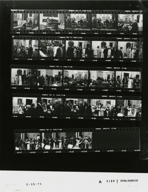 Ford_A3126_NLGRF_photo_contact_sheet_(1975-02-05)(Gerald_Ford_Library)