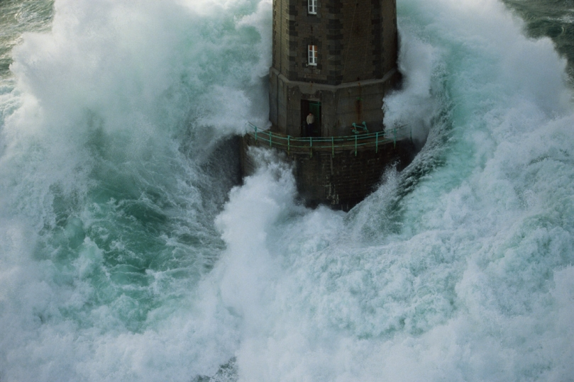lighthouse-in-the-storm1