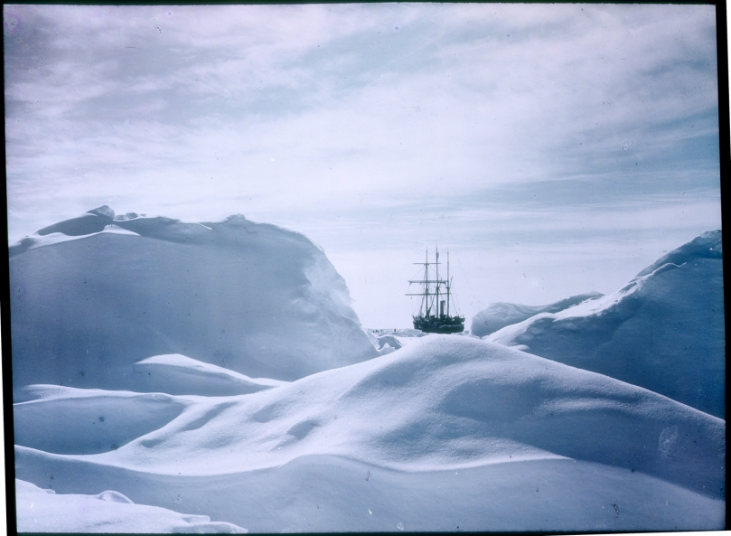 Glimpse_of_the_Endurance_Shackleton_Expedition_1914-17_Hurley_a090018
