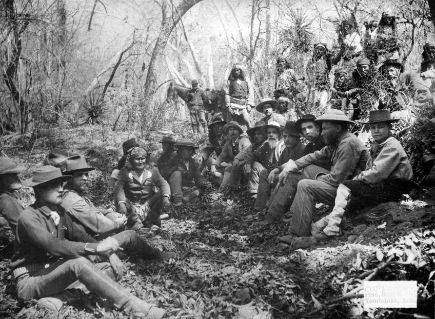 Geronimo_surrenders_March_1886