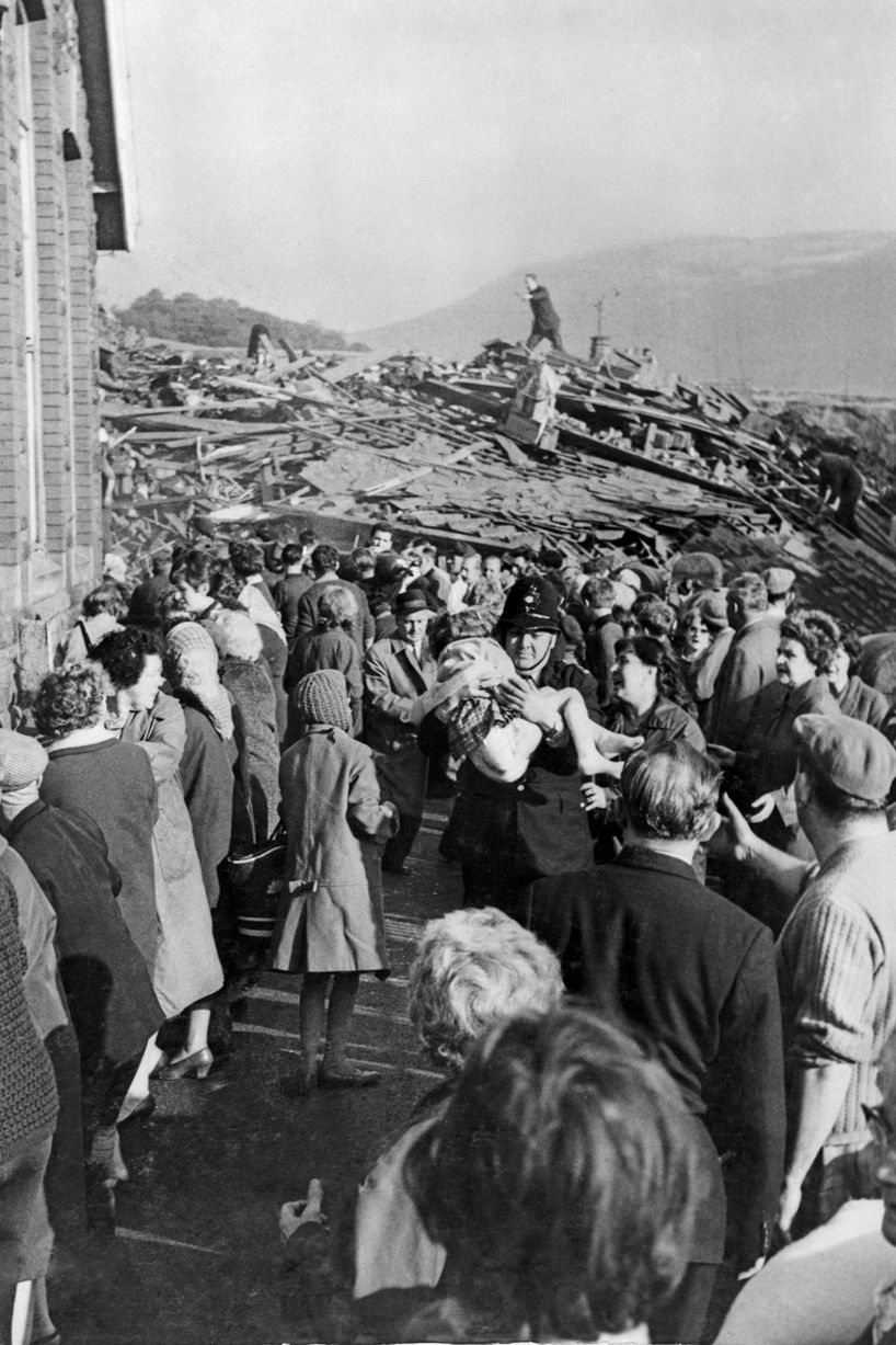 Accident In Surrey Today >> Aberfan Disaster | 1966 – Iconic Photos